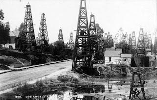 Energie et développement - champs de derrick aux Etats-Unis