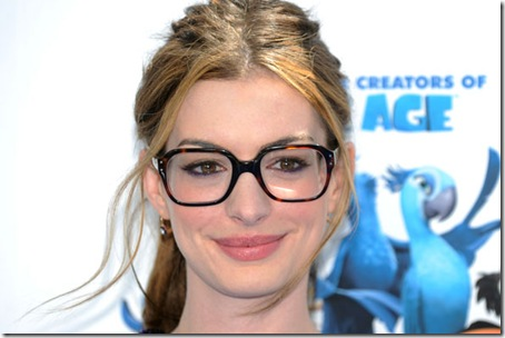 Anne Hathway Wearing Makeup With Glasses
