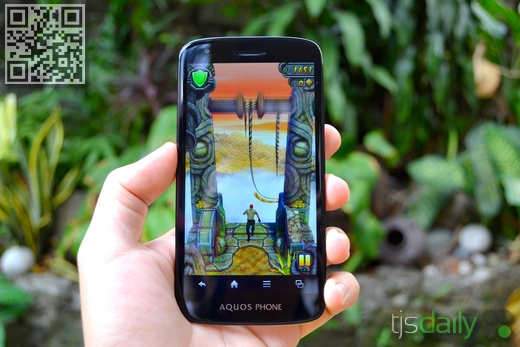 Sharp Aquos Phone SH930W Review Gaming