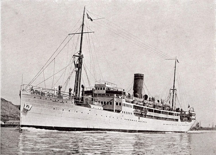 El MANUEL ARNUS pintado de blanco y actuando como buque de crucero. Libro de Información para el Pasajero. Compañia Trasatlantica. Año 1926.jpg
