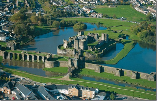 Aerial view  Caerphilly Castle (CD35)