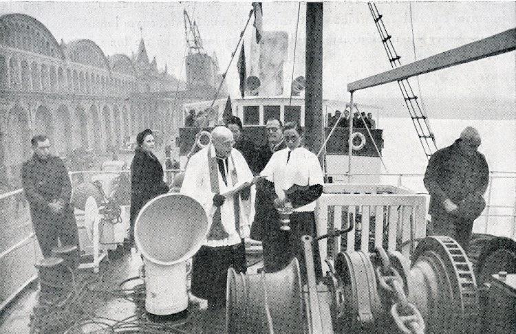 Bendición del vapor LA GUARDIA. 14 de enero de 1942. Puerto de Barcelona. Foto del libro Centro y Pia-Union del Apostolado del Mar. Memoria.jpg