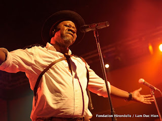 Papa Wemba en concert à la Halle de la Gombe, Kinshasa, février 2010.