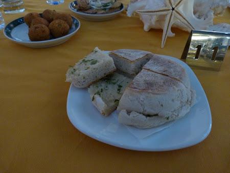 Mancare traditionala Madeira: bolo de caco