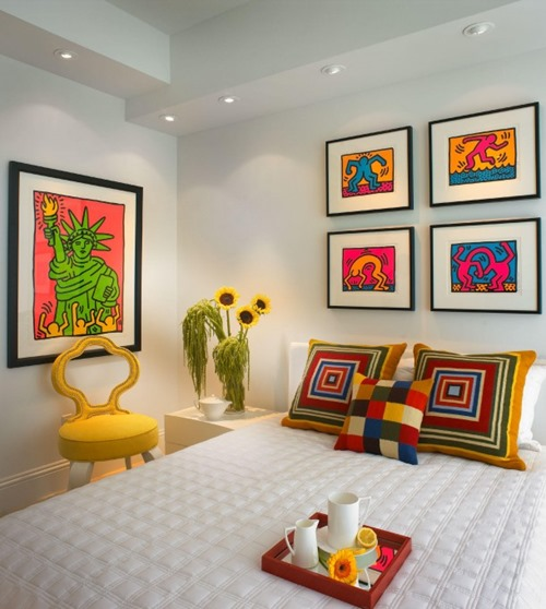 retro-pop-art-paintings-bedroom-610x681
