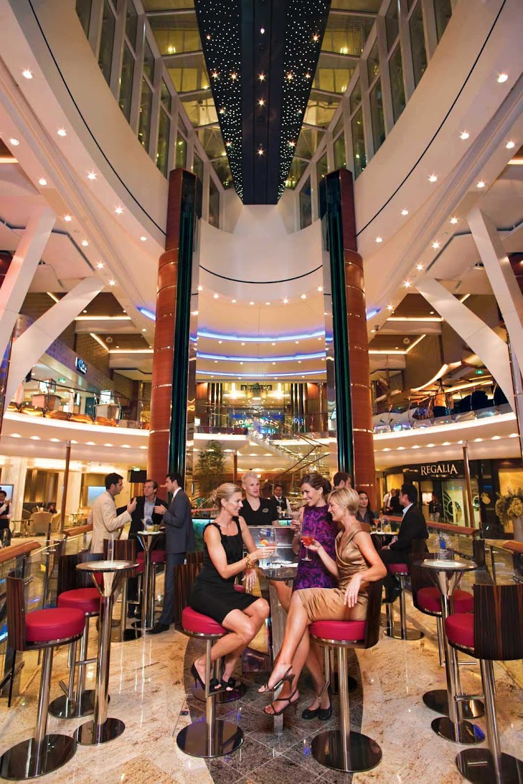 A look at the trippy Rising Tides bar aboard Oasis of the Seas, which doubles as a slow-moving elevator.