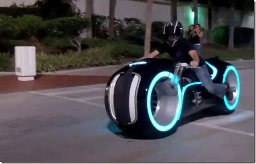 awesome-electric-tron-lightcycle-by-parker-brothers-3