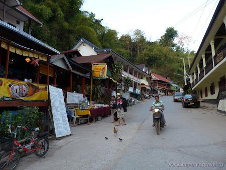 Strada principala Pakbeng Laos