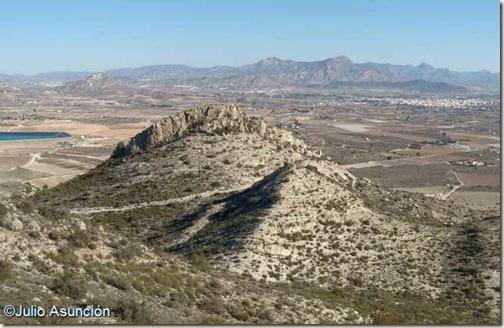 Poblado de La Horna - Detrás el valle del Vinalopó