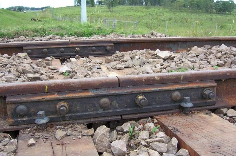 Catastrophe ferroviaire à Brétigny-sur-Orge : L'Eclisse mise en cause vérifiée le 4 juillet dernier dans France br%C3%A9tigny+sur+orge+drame+ferroviaire+12+juillet+2013+Joint+de+rails+%C3%A9cliss%C3%A9