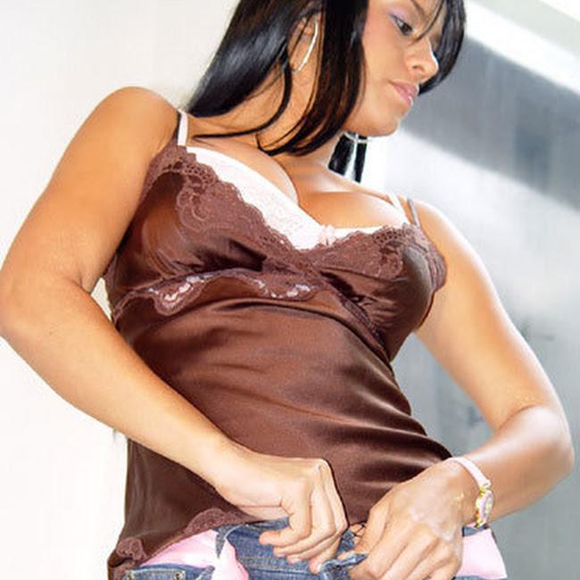 Andrea Rincon Striptease Prendas Foto 19