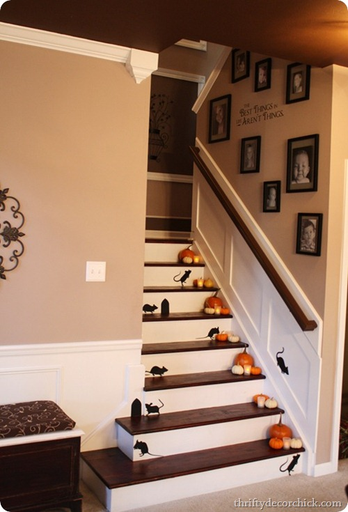 fall decorating stairs martha stewart mice thriftydecorchick.com