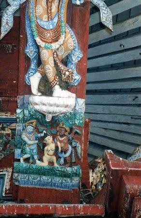 Obiective turistice Nepal: pedepsire femei necredincioase.jpg