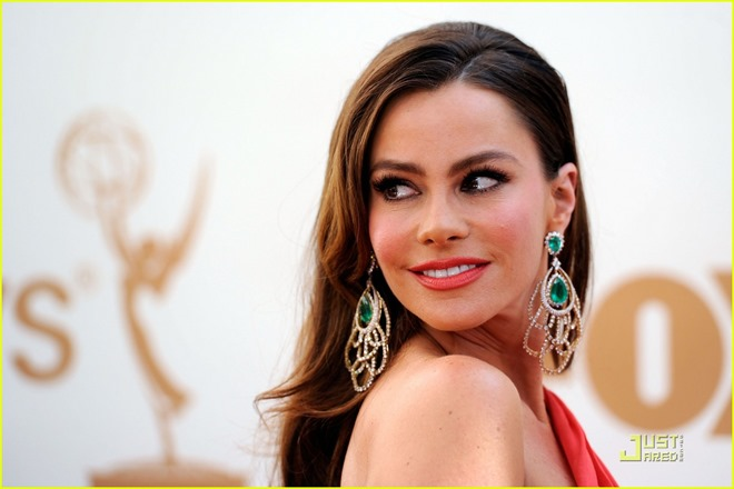 sofia-vergara-emmys-2011-red-carpet-04
