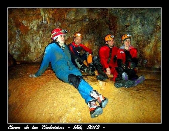 Parte del grupo en el interior de la cueva.
