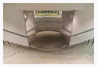 Mit dem Berufsgeocacher ins Bundeskanzleramt - Treppenaufgang