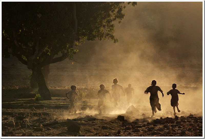 003_Children-running-at-sunset