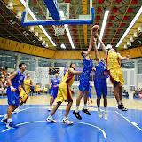 Octavian Popa Calota incearca sa inscrie doua puncte in meciul tur pentru calificarea la Eurobasket Slovenia 2013 dintre Romania si Bosnia si Hertegovina disputat in Sala Transilvania din Sibiu vineri, 24 august 2012.