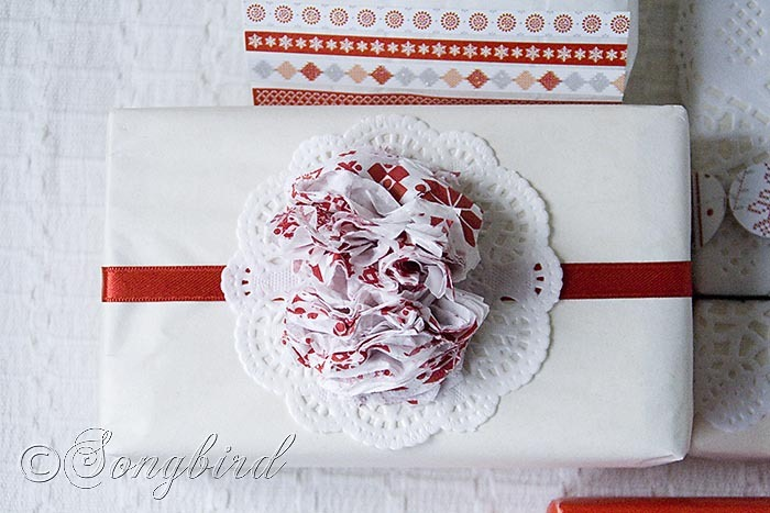 Songbird Christmas White Red Gift Wrapping 6