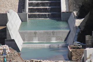 減勢工・副ダムを望む