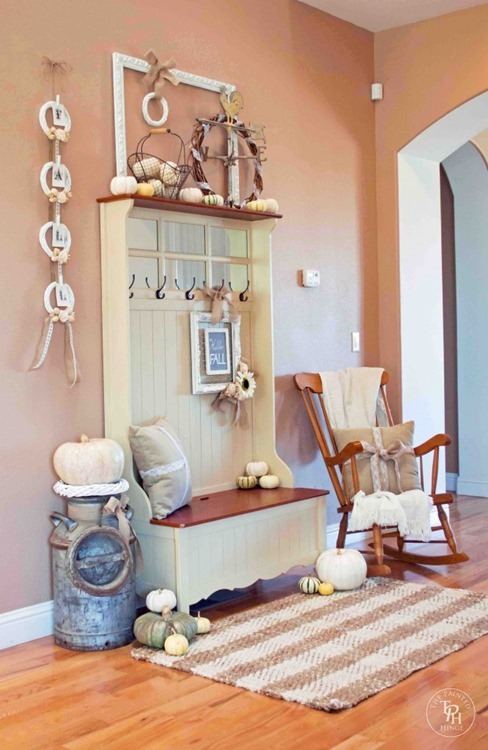 Shabby-Chic-Fall-Entryway-2014-08-666x1024