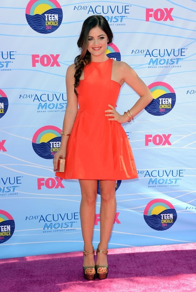 Lucy Hale arrives at the 2012 Teen Choice Awards