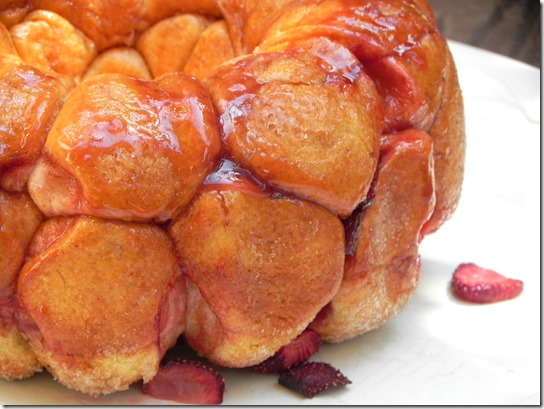 strawberry-monkey-bread-twelve-loaves-6