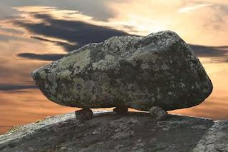 сейд это камень силы, большой камень, поставленный на несколько маленьких камней на   скале