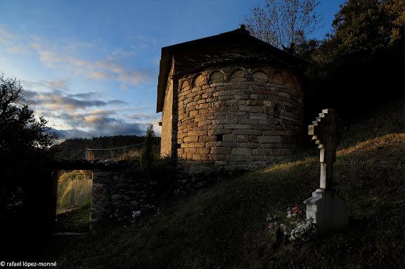 Àbsis de l'església de Sant Romà de Casós, romànica, segle XII.El Pont de Suert, Alta Ribagorça, Lleida
