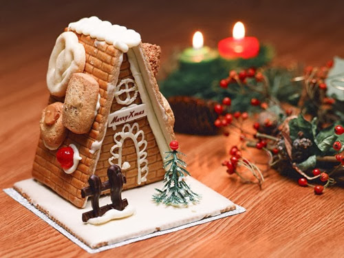 244165__cute-gingerbread-house_p