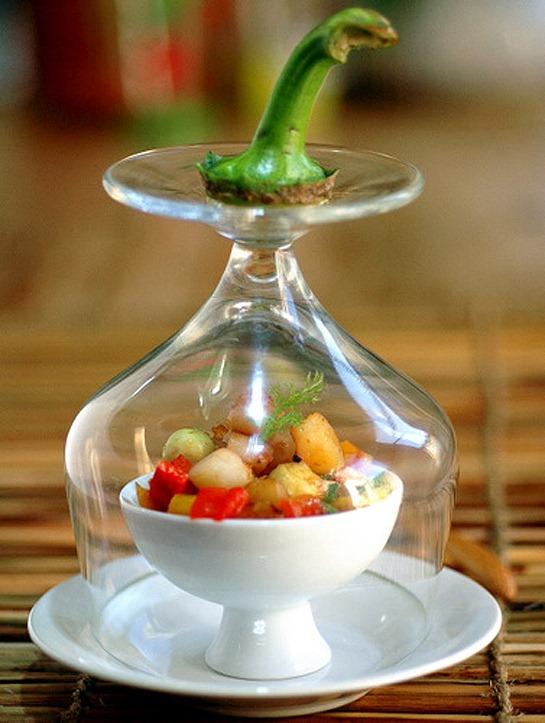 sweet-pepper-with-avocado-and-scallop-amuse-bouche-2