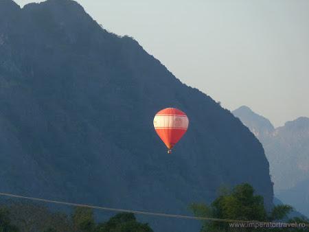 36. balon Vang Vieng.JPG