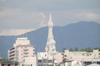 大平和祈念塔を望む