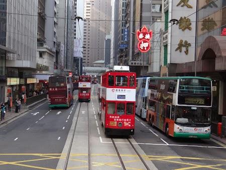 Tramvai si autobuz double decker in HK