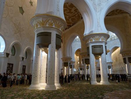10. interior moschee.JPG