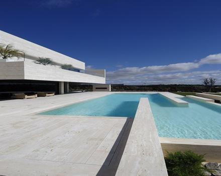 Piscina-revestimiento-piscina-casa-de-lujo