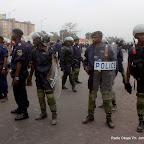 Les éléments de la Pnc le 5/9/2011 sur le boulevard du 30 juin à Kinshasa, lors du dépôt de la candidature d'Etienne Tshisekedi pour la présidentielle 2011, au bureau de réception, traitement des candidatures et accréditation des témoins et observateurs de la Ceni à  Kinshasa. Radio Okapi/ Ph. John Bompengo
