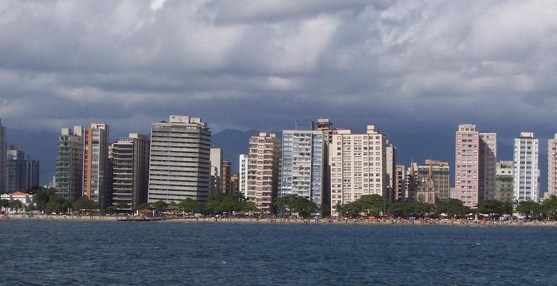 santos-leaning-buildings-1