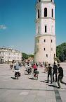 Vilnius Katedra ir dviratininkai.jpg