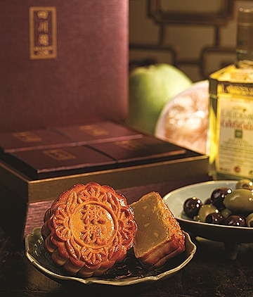 Szechuan Court Baked Mooncake with Olive Kernel in White Lotus Paste