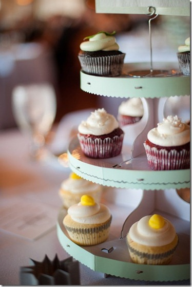 wedding_mint_yellow_decor_decoration_bride_groom_family_colors_color_colorful_style_spring_summer_day_cake_cupcakes