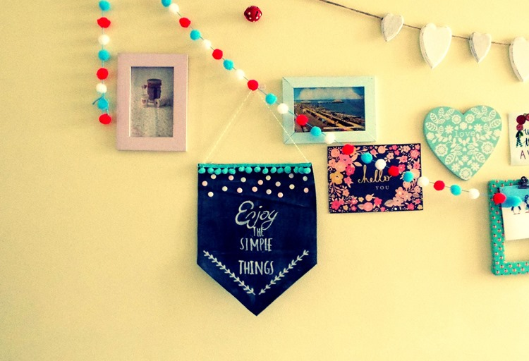 How to make a chalk fabric pennant displayed on the wall