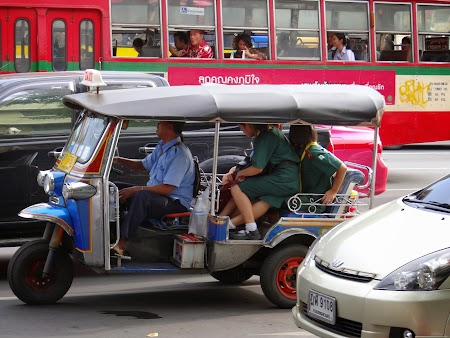 16. Tuk Tuk in Bangkok, Thailanda.JPG