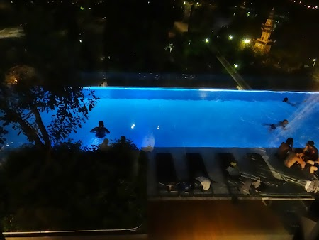 26. piscina noaptea.JPG