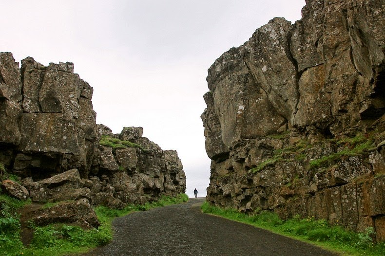 mid-atlantic-ridge-iceland-10