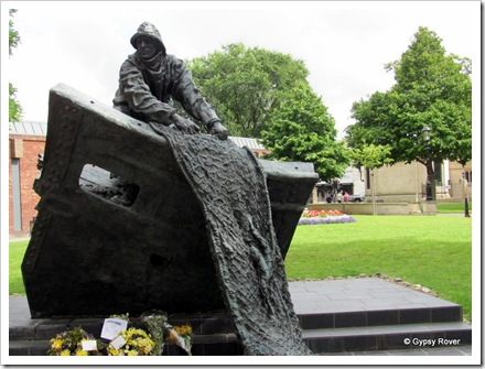 Memorial to Grimsby fisherman lost at sea.