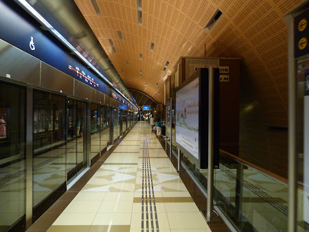 Statia de metro Dubai Mall - Burj Khalifa