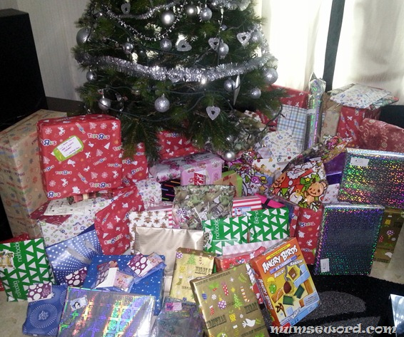 Presents Under The Christmas Tree: Christmas Gifts: How To Open Them?