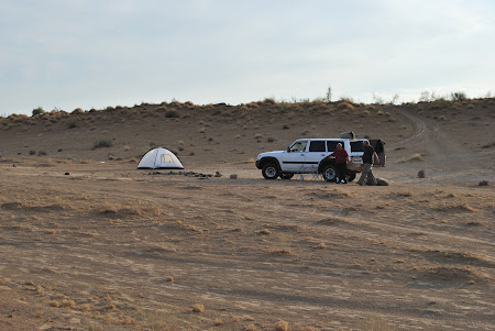 Transport Turkmenistan: Cu 4x4 prin desertul Karakum