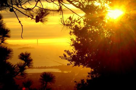 Golden Gate la rasarit de soare